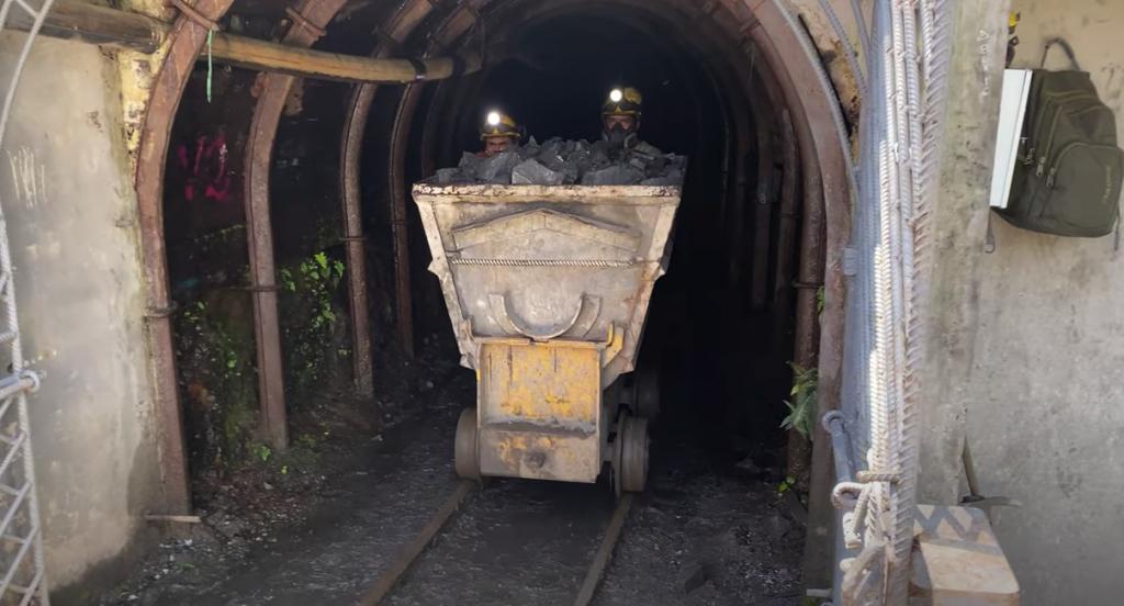 visita a la mina del proyecto minero